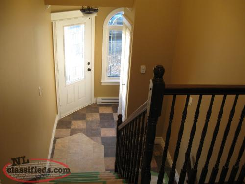 CBS AVAILABLE IMMEDIATELY MAIN LEVEL 3 BEDROOM APT WITH REC ROOM