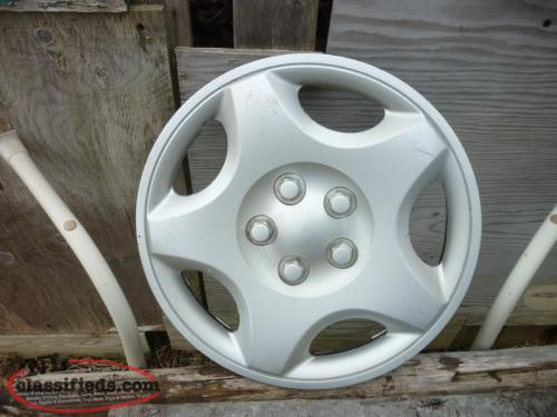 1 - 14IN. WHEEL COVER 5 LUG PUSH ON TYPE