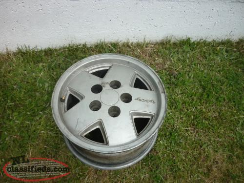 1 - 15IN. ALUMINUM RIM 5 HOLE OFF 1999 CHEVY BLAZER