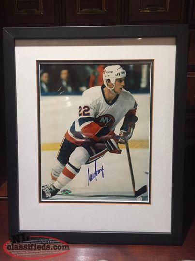 Mike Bossy signed/framed New York Islanders picture