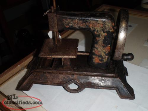 ANTIQUE KIDS SEWING MACHINE