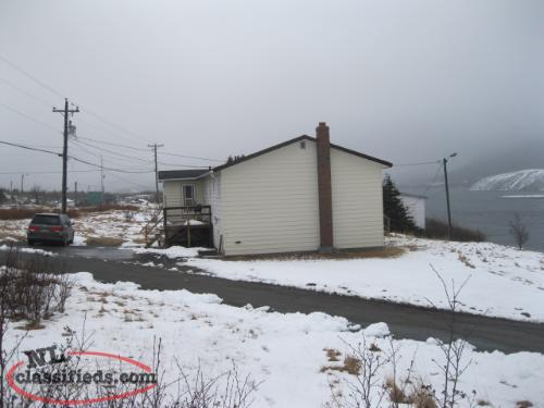 A WINNING INVESTMENT in LONG HARBOUR! Bungalow with apartment!