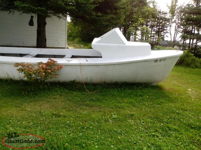 23' Fiberglass Fishing Boat and Motor with electronics