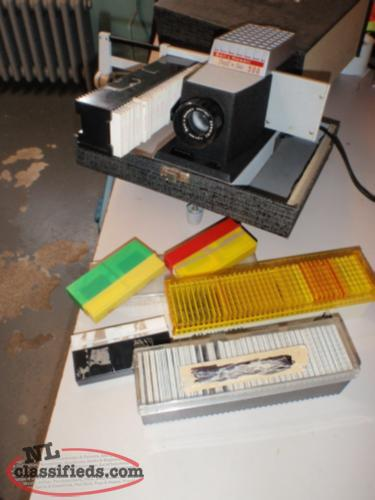 OLD SLIDE PROJECTOR