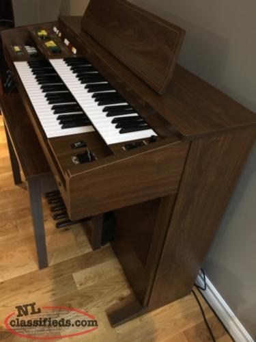 For Sale Yamaha dual keyboard B205 Electronic Organ w stool and manual