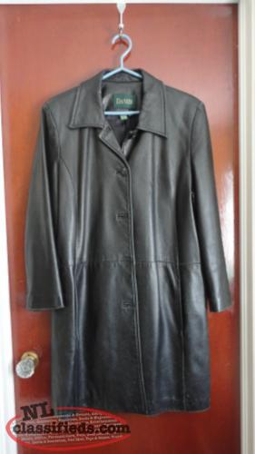 Danier Ladies Leather Coat, size 14/16 XL, excellent, smoke-free(Made in Canada)