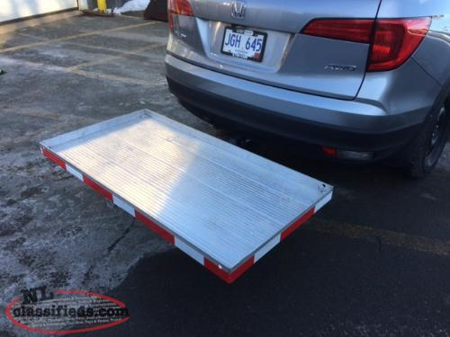 Tilting utility tray