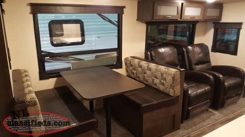 2019 Wildwood 27REI Double Slide Couples Trailer with Kitchen Island.