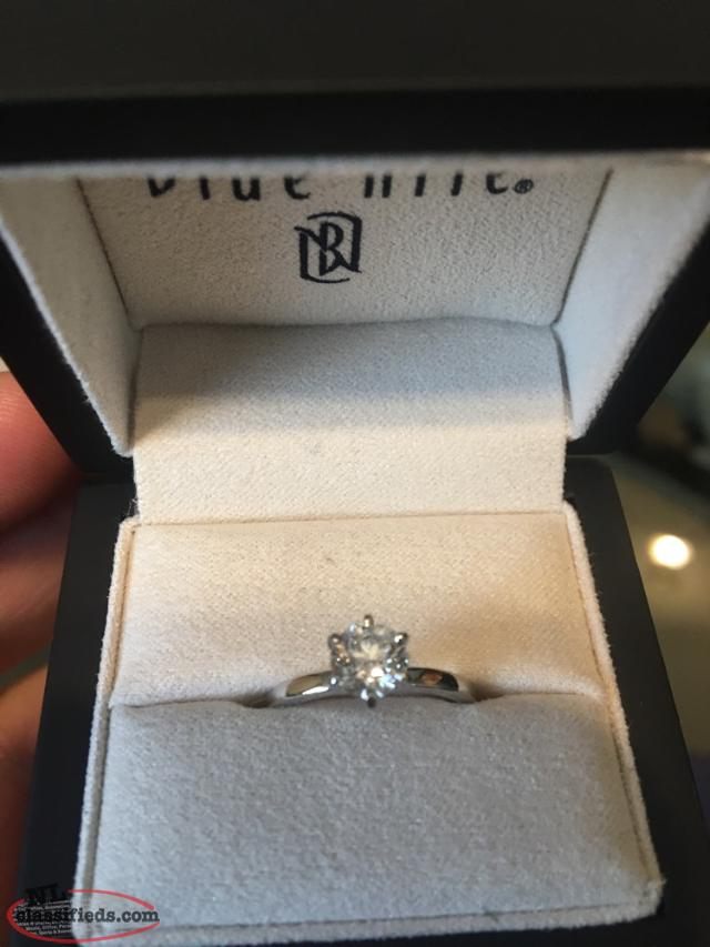 $9000 0.80 Carats Diamond/ Platinum Engagement Ring For Sale