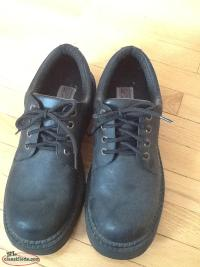 SIZE 11 MENS CASUAL SHOE