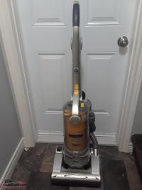 UPRIGHT VACUUM LIKE NEW