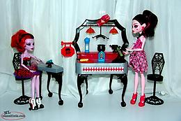 Monster High Dolls, Die Ner Play Set and Accessories