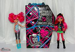 Monster High Howleen Wolf Dolls and Carrying Case. Nice Lot