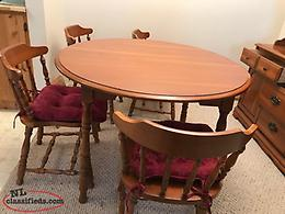 Dining room set: Table, 4 chairs, 2 leaf inserts