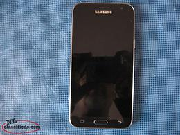 Samsung J3 Cell Phone (Cracked Screen)