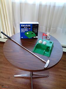 Electronic practice putt with left and right handed putter