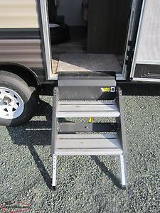 2019 Wildwood 241QBXL Lightweight Couples Trailer Only $99 Biweekly!