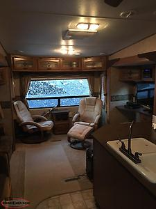 2011 Cruiser CF32CK Fifth Wheel. Ultimate Couples Trailer.