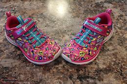 SKETCHER SNEAKERS size 11 girls