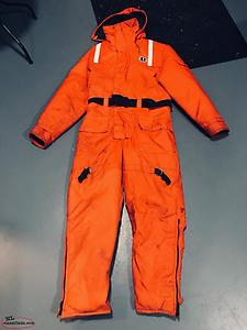 Mustang floater suit size medium