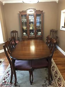Dining Room Table , Chairs And Hutch For Sale
