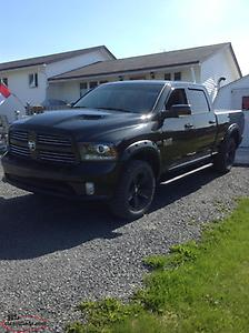 2016 Ram 1500 SPORT CREW CAB 6ft 4in BOX LIKE NEW REDUCED