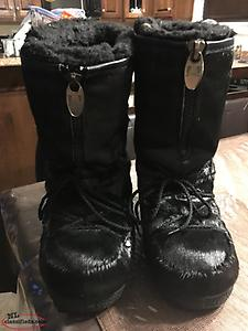 Women's black seal skin size 7 boots