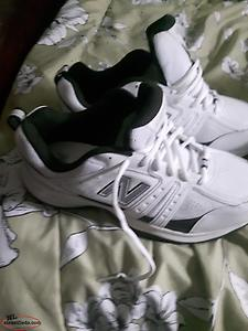new pair of mens new balance sneakers