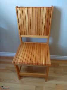 BEAUTIFUL SOLID WOOD CHAIR
