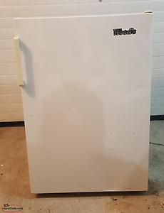 BAR FRIDGE IN GOOD WORKING CONDITION