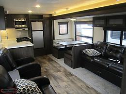 2019 Wildwood 27RKSS Rear Kitchen Couples Trailer. $119 Biweekly!
