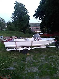 16 ft aluminum speed boat 25 hp motor /tank and factory trailer