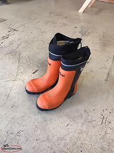 New Size 9 Chainsaw Boots