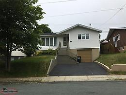 Newly Renovated 5 Bedroom Family Home In Great Neighborhood!