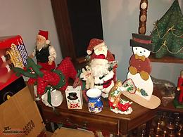 CHRISTMAS FIGURINES AND DECORATIONS