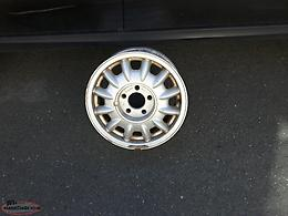 "15"" s/s tire and 15'' gm / chev alloy rim"