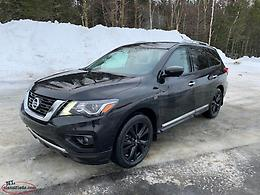 2017 Nissan Pathfinder Platinum 4WD **Midnight Edition** Under 50,000 Kms!!!