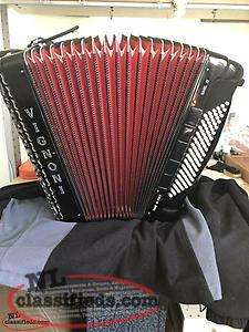 ITALIAN BUILT VIGNONI MUSETTE ACCORDION 96 BASE