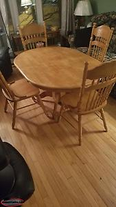 COUNTRY STYLE SOLID WOOD TABLE AND 6 CHAIRS