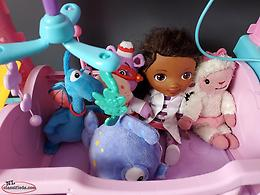 Doc Mc Stuffins Doctor Table & Friends