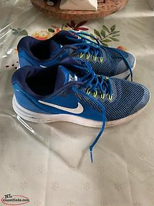 Youth Nike Sneakers Size 5.5