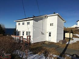 4 Bdrm, 2 bath property overlooking Southern Harbour!