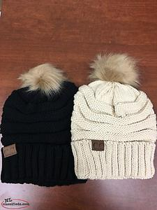 Women's warm hat with removable Pom Pom