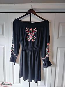 Dress New Hollister off shoulder back dress with embroidered flowers