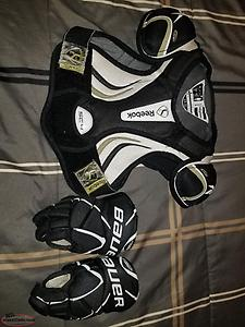 Size medium Hockey gear