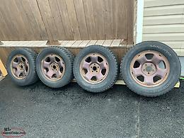 245/75r17 studded snow tires and Honda steel rims with tpms sensors.