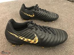 Tiempo Nike Cleats (Size 5.5) - Mint condition