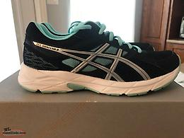 Ladies ASICS Gel Sneakers-Size 7.5 (NEW)