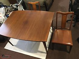 Solid Table with 4 Chairs and Two Inserts