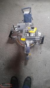 Sliding Dual-Bevel Compound Mitre Saw